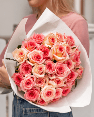 LVLY Deluxe Roses